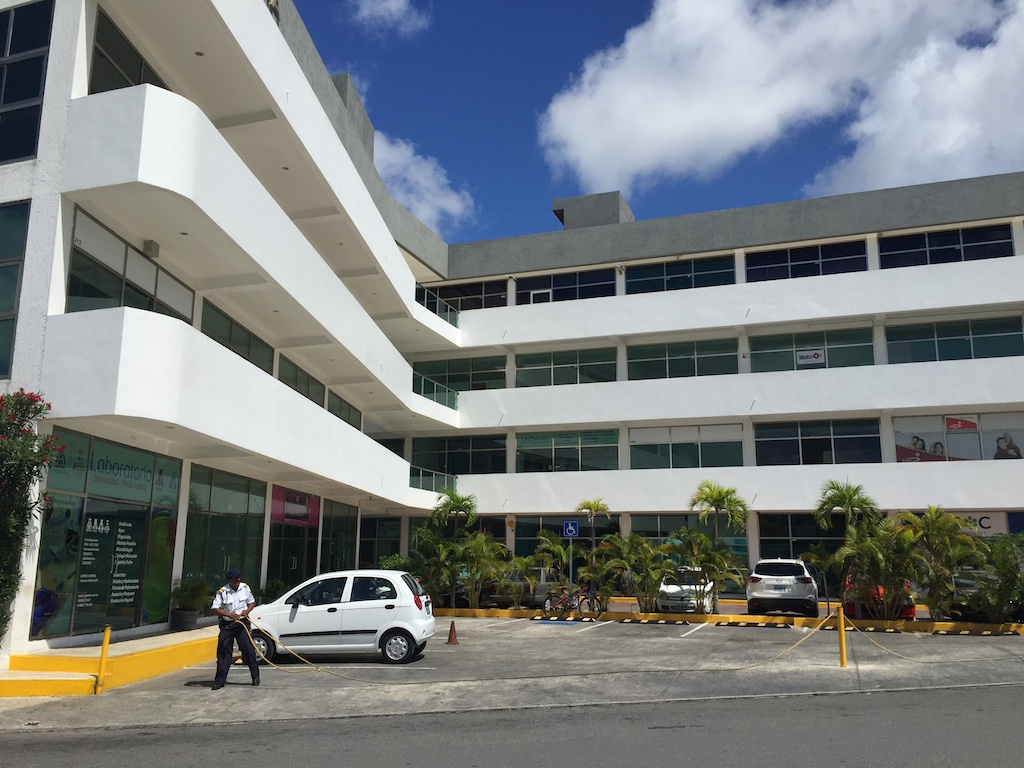 Oficinas En Renta Céntricas Cancun Av Kabah desde 50m2 hasta 250m2