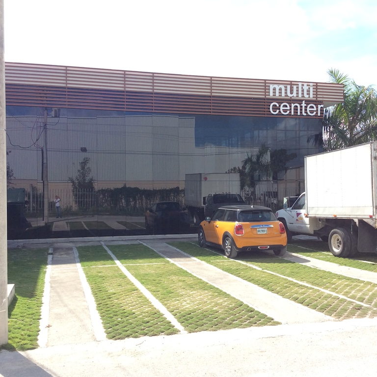Local Para Oficinas o Atención al Publico en Renta Av Colosio Cancun
