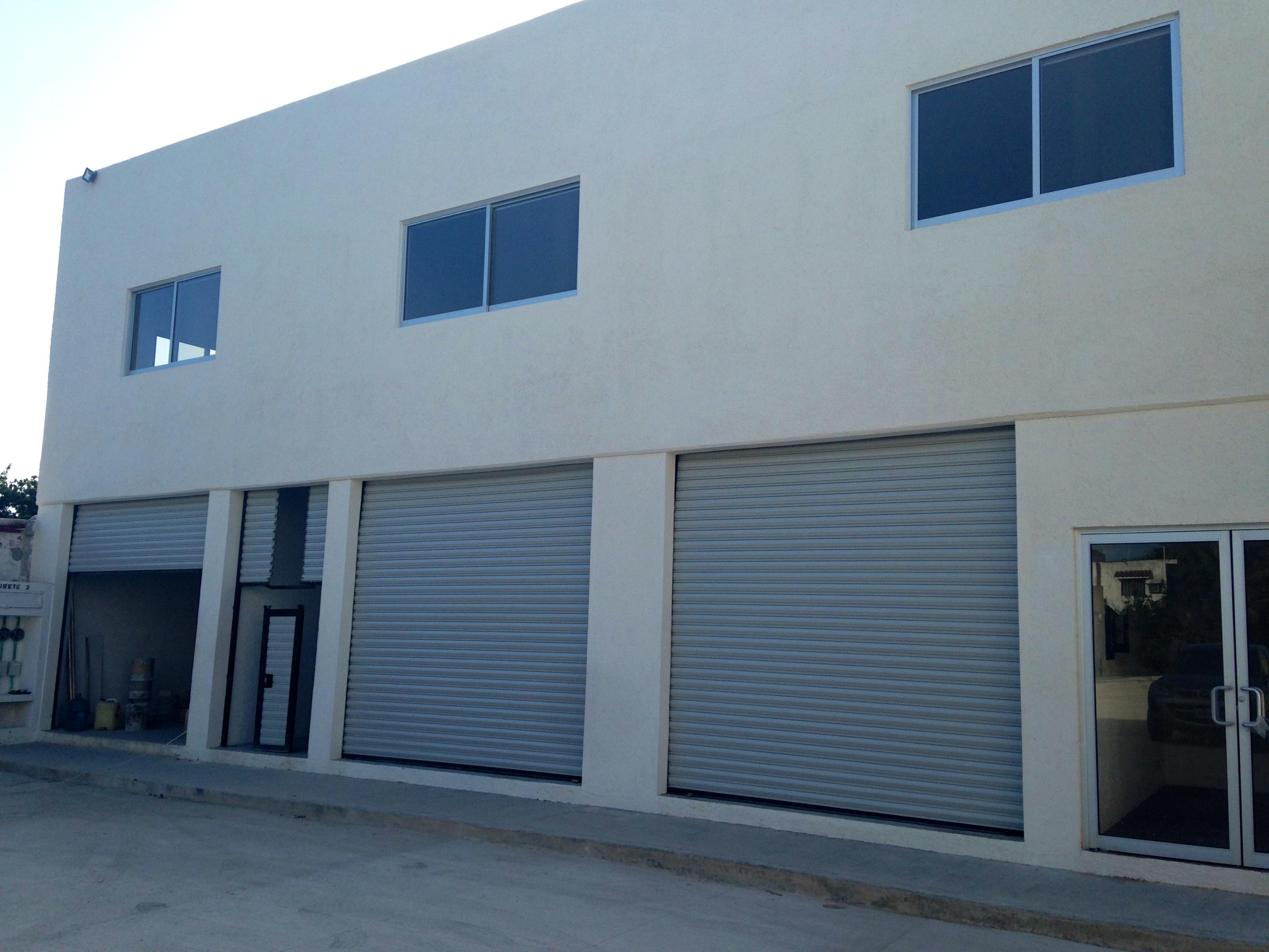 Renta de Bodegas Nuevas tamaños de 160m2 a 2500m2 Av. Colosio cerca aeropuerto Cancun