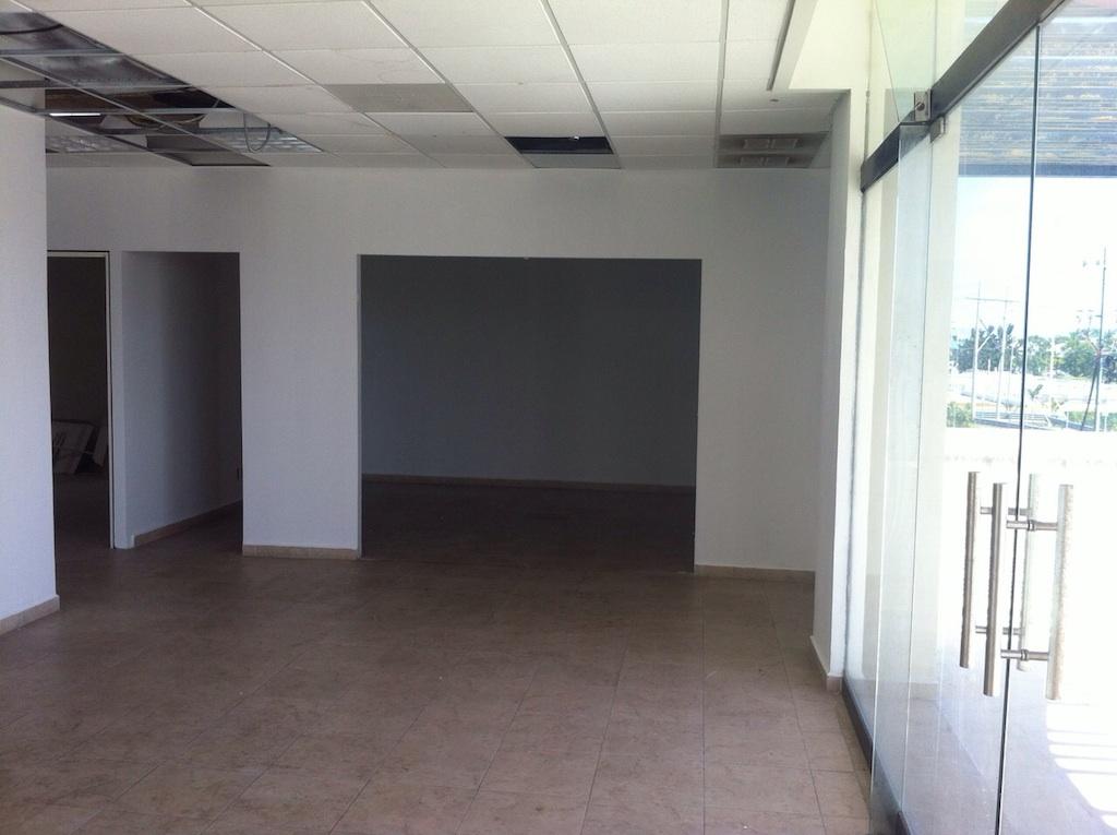 Ofcina Comercial Con acabados Lista Para Usar En Plaza Comercial Centrica Cancun